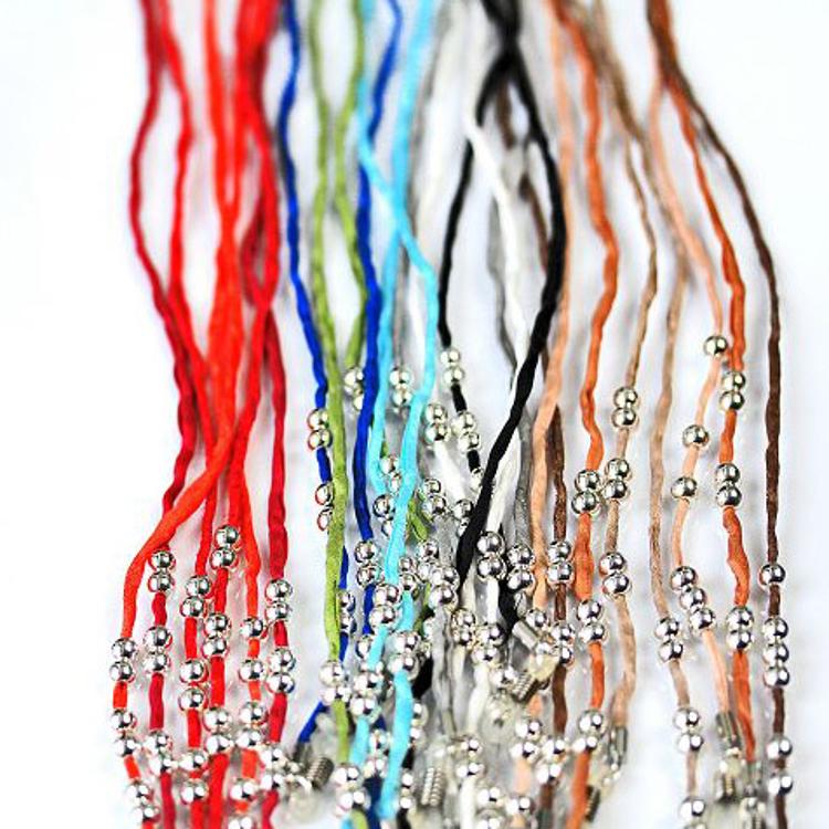 Bild von Brillenkette MaTina aus 100 % Seide, jadegrün, 12 versilberte Perlen, 1 Stück